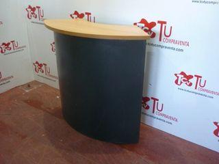 Mostrador recibidor curvo metalico madera clara