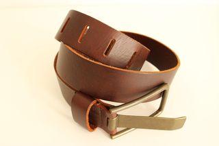 3a923fdfb Cinturón de cuero sin hebilla de segunda mano en WALLAPOP