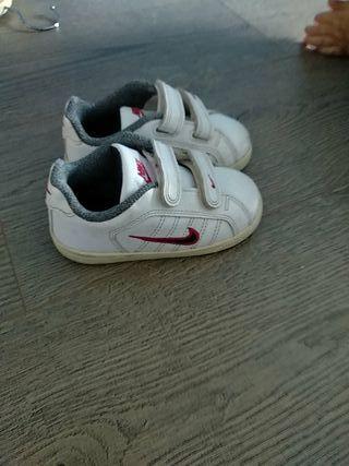 zapatillas Nike 23,5