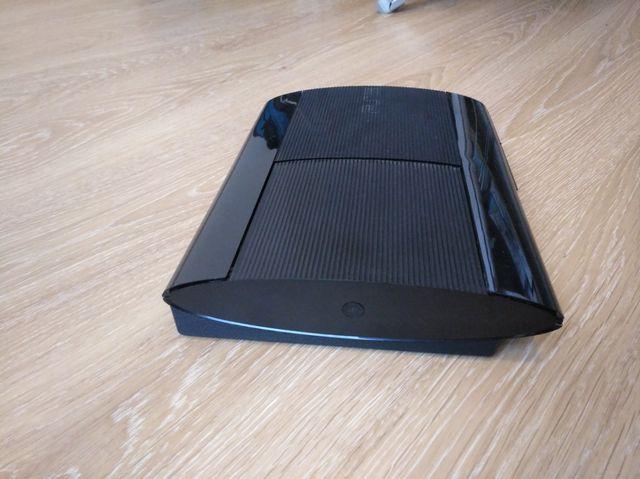 PlayStation 3 + 5juegos + 2 mandos + monitor