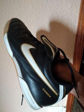 Botas de fútbol sala Nike tiempo