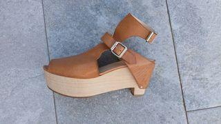 Sandalias de piel y de diseño.