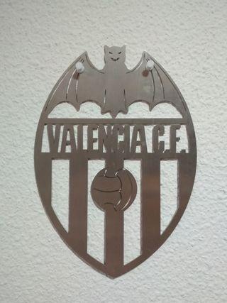 Escudo del Valencia metálico