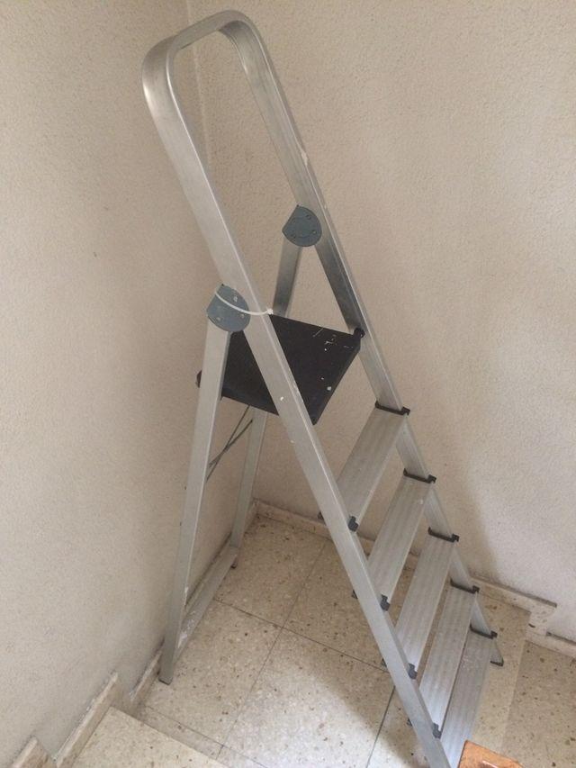 Escalera aluminio 1,25m.