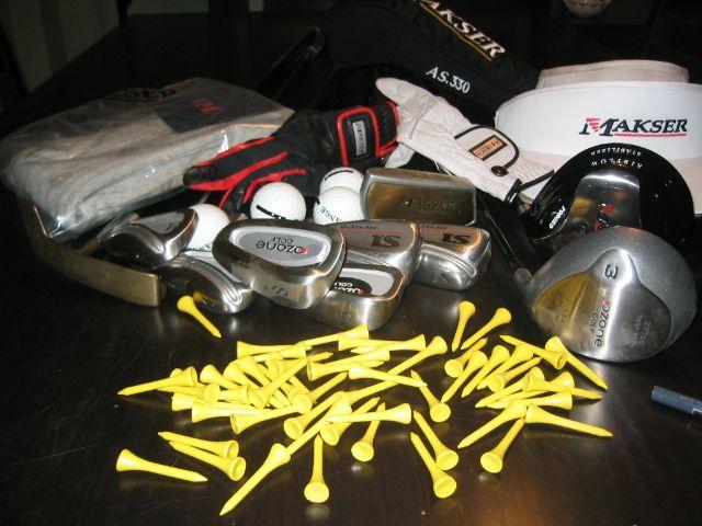 Palos y acc. de golf casi nuevos marca Makser