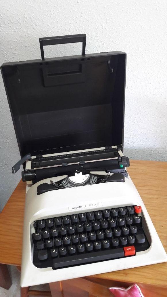 Máquina de escribir, Olivetti lettera 12