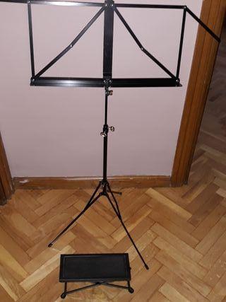 Atril de segunda mano en wallapop for Taburete para tocar guitarra