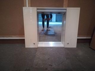 Mueble con espejo para baño
