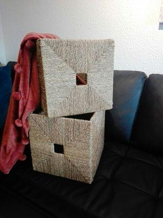 Ikea , dos cubos de junco marino
