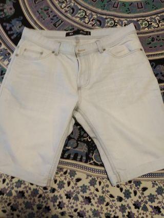 Pantalón corto chico. Azul clarito.t34