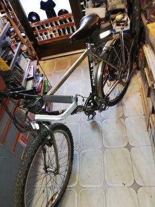 Antigua bicicleta de montaña razesa