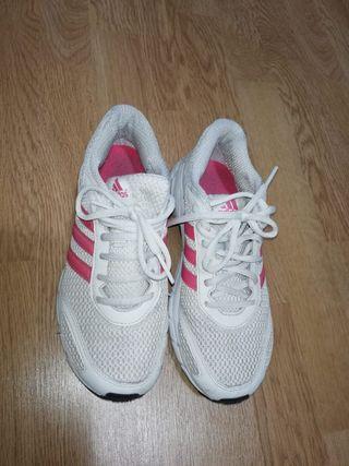 Adidas. 37