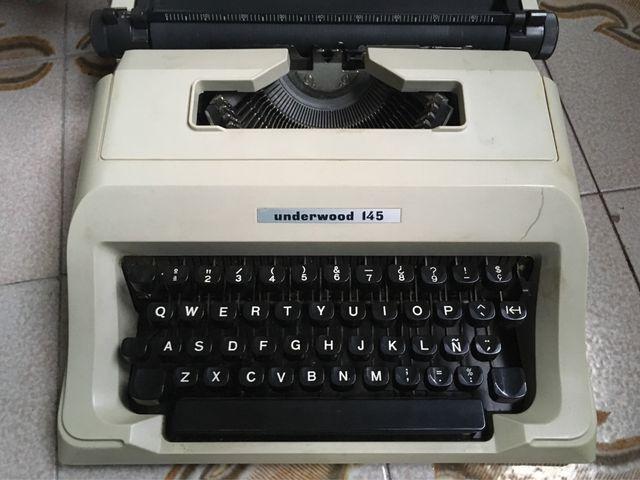 Máquina de escribir Underwood 145.