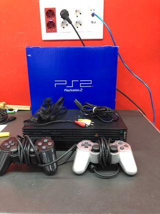 Play Station 2 con caja y 2 mandos