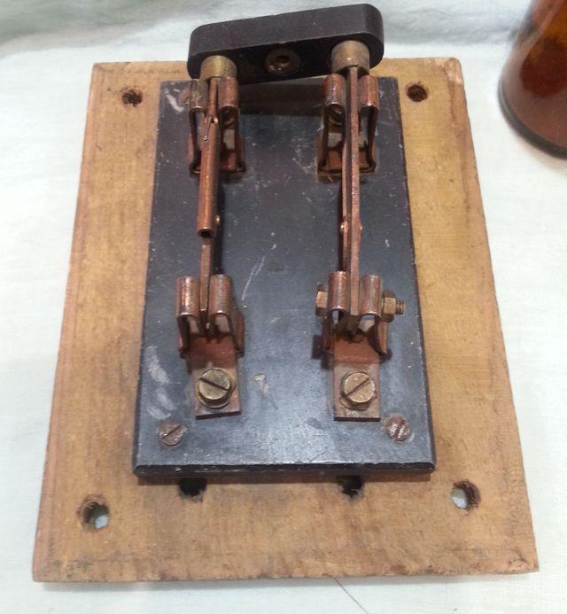 Interruptor general antiguo de palanca. Años 60