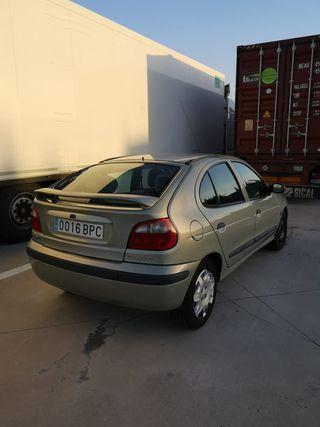 Renault Megane 2001, 186000 kilómetros, diesel, bien cuidado.