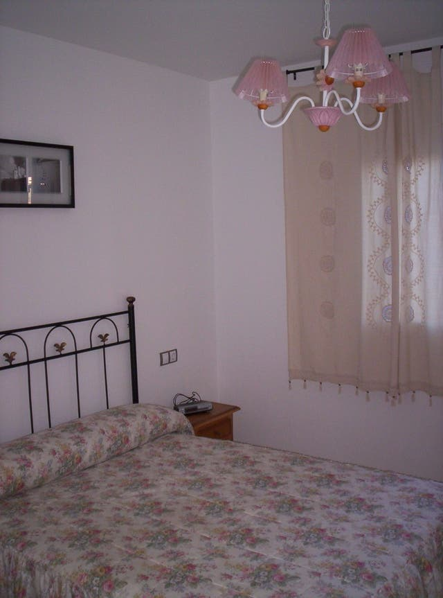 Apartamento amueblado en 1 línea de playa. (Marina de Casares, Málaga)