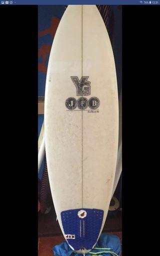 tabla de surf con muy poco uso