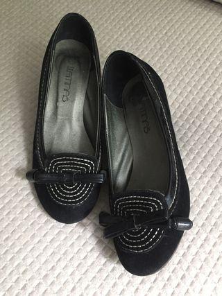 Zapatos negros de cuña. N-36