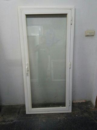 Puerta aluminio practicable