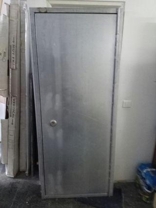 Puerta blindada antiocupas con triple cerradura