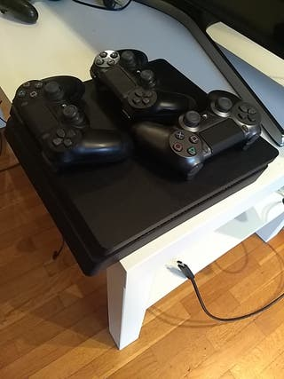 Play station 4 + 3 mandos