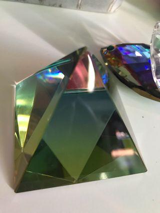 Figura Cristal pirámide MarcaHADRIAN
