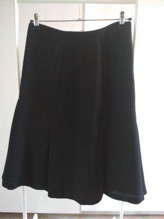 47d5f9cc1e Falda Zara negra de segunda mano en la provincia de Cádiz en WALLAPOP
