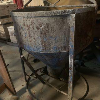Se vende cuba de hormigón para obras.