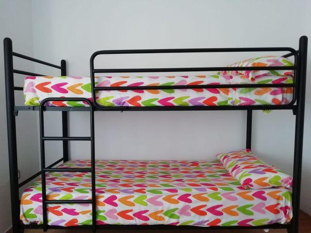 Litera más cama auxiliar y 3 colchones
