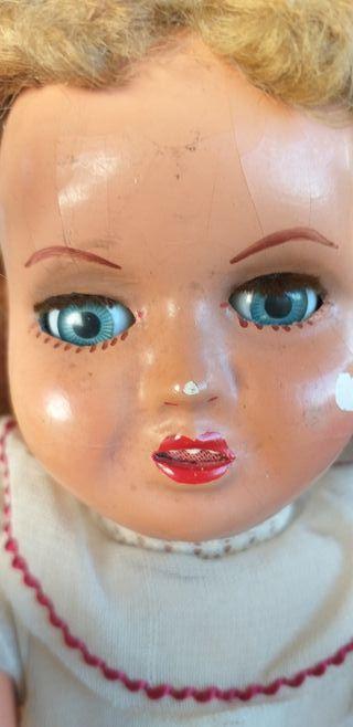 Antigua muñeca de carton piedra