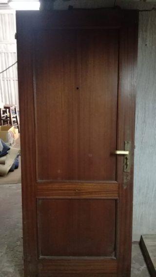 puerta de madera de entrada