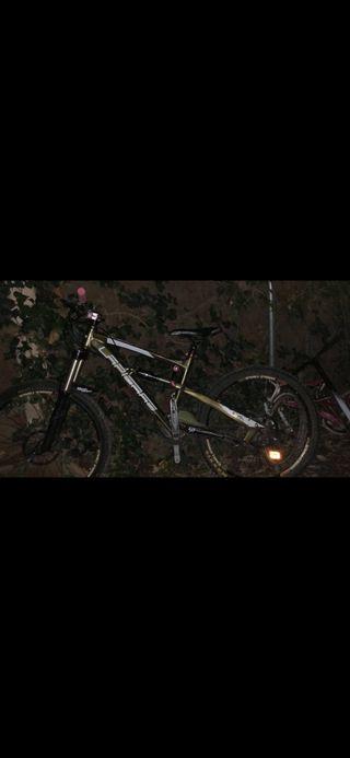 Bicicleta enduro lapierre