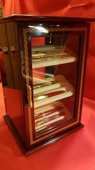 Preciosa caja giratoria para plumas