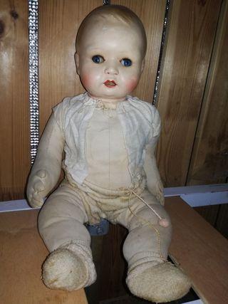 Antigua muñeca de porcelana, un auténtico espanto.