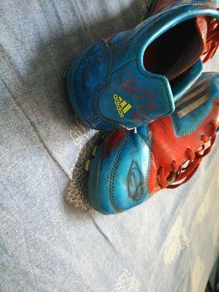 Botas adidas F-10 con tacos firmadas por vitolo