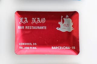 Cenicero vintage de aluminio, La Nau, color rojo