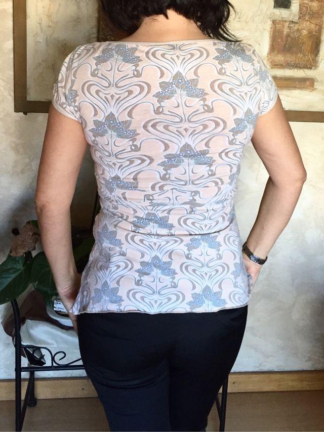 Camiseta Con Escote. H & M