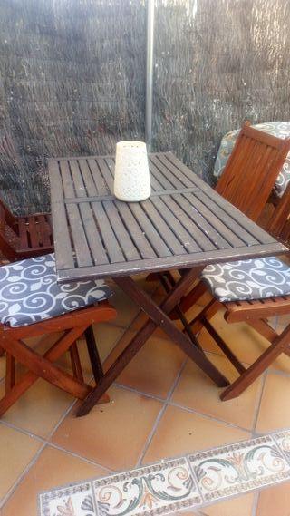 mesa de madera jardín