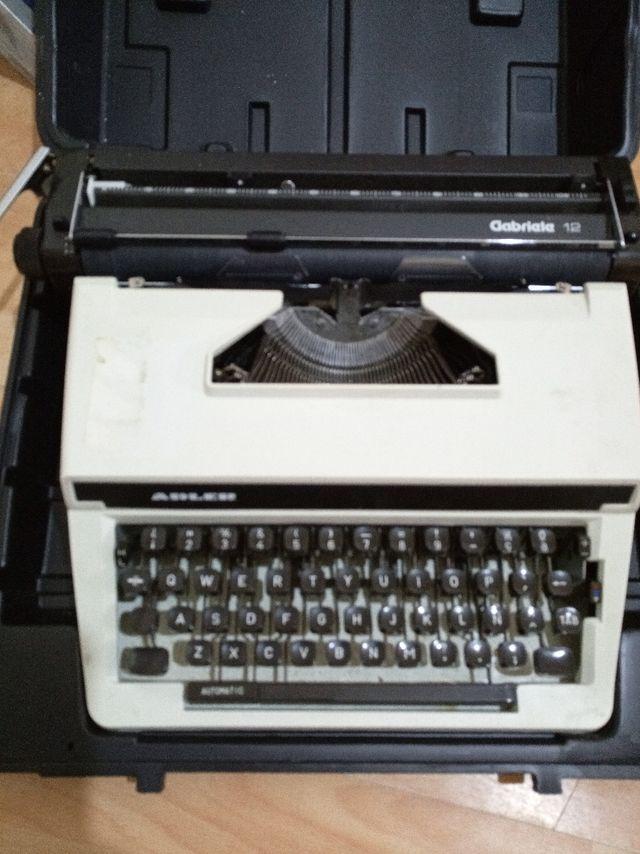 Maquina escribir Adler