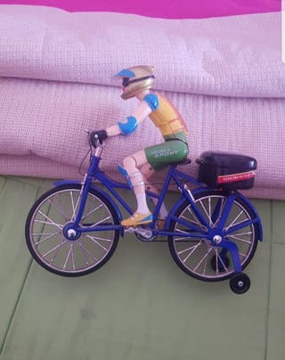 Ciclista de juguete