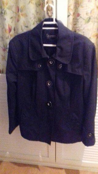 chaqueta negra de entretiempo