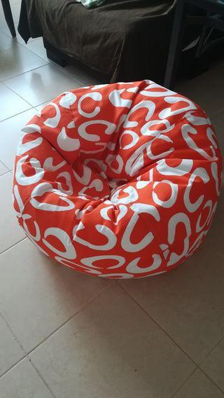Puff en color naranja y blanco