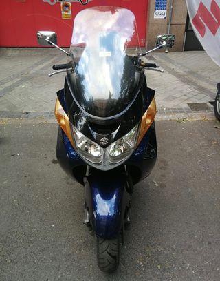 Moto Suzuki Burgman 400