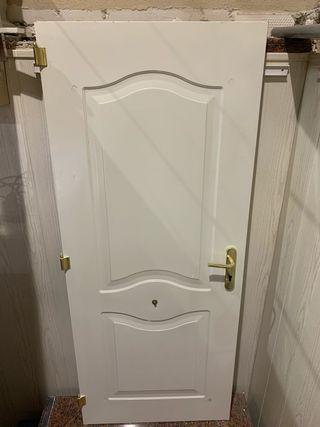 Puerta galvanizada lacada en blanco