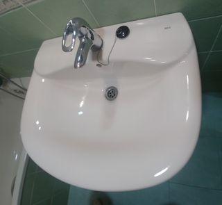 Lavabo beige y lavabo blanco
