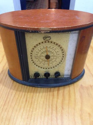 Radio antiguo de madera