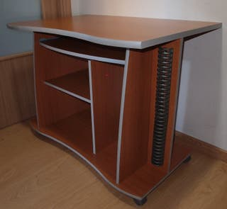Mesa con ruedas para ordenador