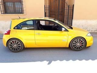Renault Megane Sport F1 TEAM R26