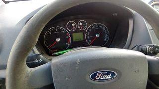 Ford Grand Tourneo del Año 2010